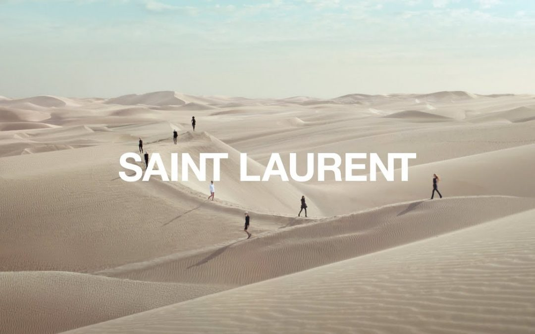 El desfile en el desierto de Yves Saint Laurent
